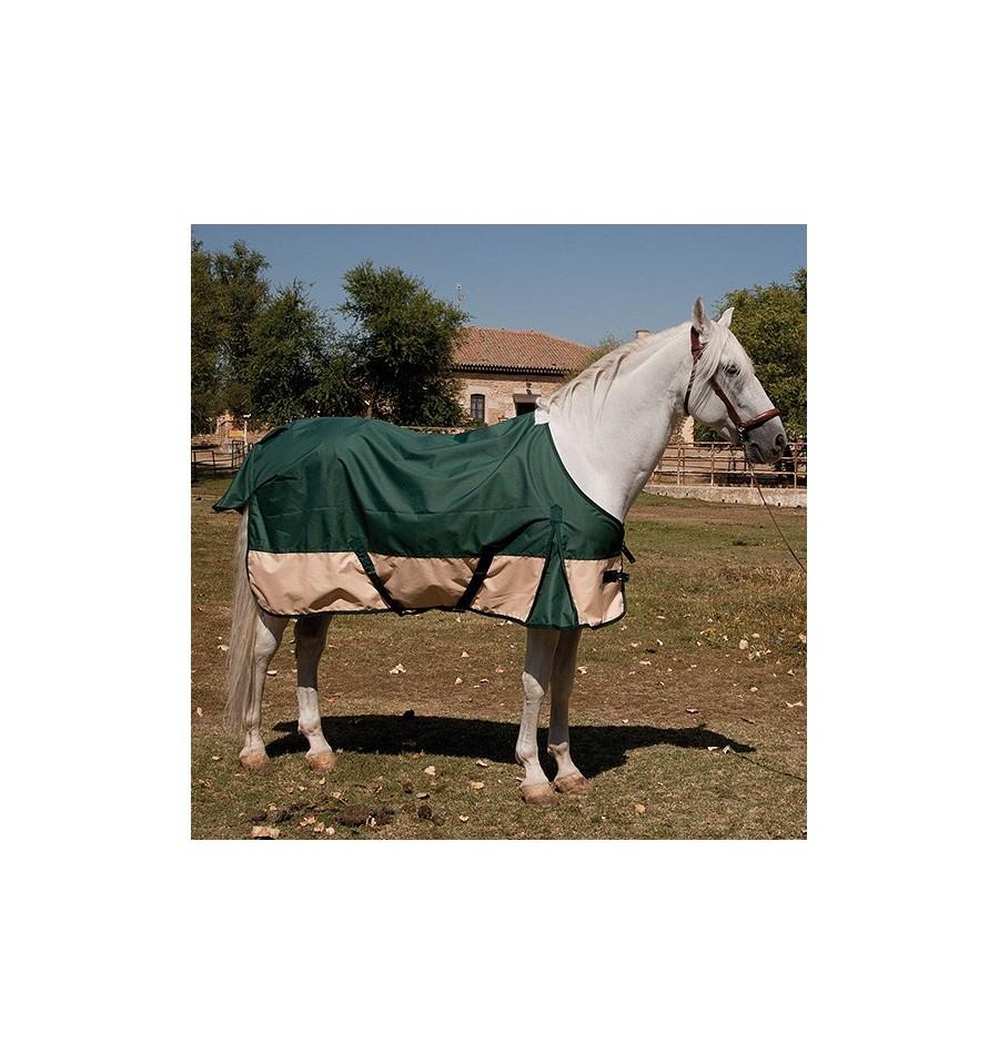 Manta impermeable para caballo en establo